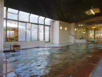 【百花の湯】女性大浴場 大きな湯船で窓も大きく、内湯でも開放的です