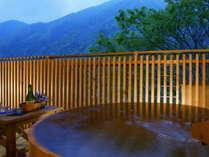 完全なプライベート空間を満喫!温泉露天風呂が付いた客室でご湯っくりお寛ぎ下さい。