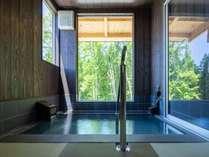 2つの貸切風呂をご用意。大切な方とゆったりお過ごしください(宿泊者無料:要予約)