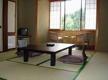 温かい光の入る客室.和室でゆったりのんびり