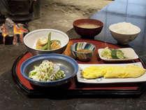 【朝食】女将手作りの日替わり和定食をお楽しみください。