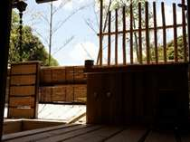 八幡、恵比須の総檜露天風呂は高台のウッドデッキ仕様。景観も良い.