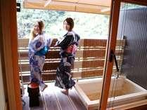 関山の露天風呂 最上階からの眺めは緑と青空の素晴しい景観