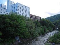 【外観】渓流のせせらぎと豊かな自然に心がなごみます