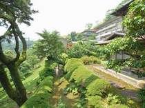 【庭園】宏壮な日本庭園は大観荘の自慢の1つでございます