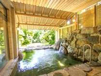 お風呂「ひのきの湯」(露天風呂)庭園をご覧頂きながらのんびりお寛ぎ下さいませ。