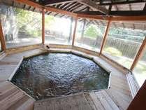 1階 ゆらり樽風呂八角形の檜風呂のジャグジー