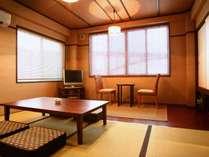 「蛍の雨宿り 」 アジアンタイプの角部屋、6畳の和室、ゆったりと。チェックイン時お布団敷いてます。
