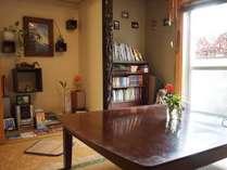 畳リビングはお客様同士の交流やくつろぎのスペース