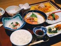 和洋の創作料理&シェフおススメの特性デザートをご用意