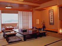 華陽棟の客室一例 窓から真珠を育む美しい海を望む