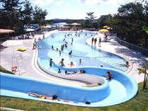 ガーデンプール「マーメイド」営業期間7/15~8/31 お子様が楽しめるスライダーや噴水・小川も♪