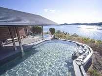 庭園露天風呂「夕なぎの湯」お天気の良い日はキラキラ光る海をご覧いただけます