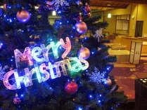 ロビー入口には約3メートルのクリスマスツリーがお出迎え12/25まで