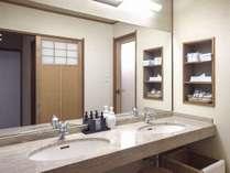 華陽(かよう)棟のお部屋には洗面台が2ヶ所ございます。燦陽(さんよう)棟は一つです。