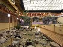 2階ロビー館内では和の雰囲気をお楽しみいただけます。