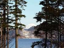 かけ流しの温泉=洞爺湖が見えるレストランで朝食を