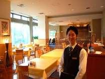 料飲サービスキャプテンの萩坂です。皆様に素敵な時間を提供致します。