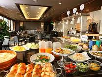 朝食は最上階のレストランB-Dineにて30種類のバイキング