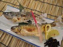 一品料理「鮎・ヤマメの塩焼き」