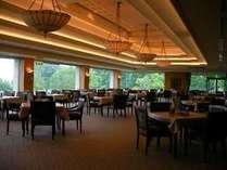 レストラン:朝ごはんも山並みを眺望しつつゆっくりどうぞ♪