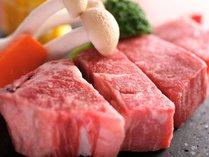カニ鍋、焼きガニのコースに但馬牛のステーキが付いています。