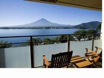 テラスからの富士と河口湖の眺望(一例):フ°レミアムスイート&ク゛ラント゛スイート