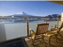 湖畔別邸千一景色のテラスからの富士と河口湖の眺望