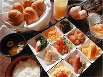 ご朝食は和洋食バイキング