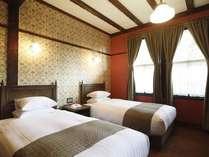【客室/スーペリアツイン】壁紙は、19世紀に活躍した英国のデザイナー「ウイリアム・モリス」デザイン