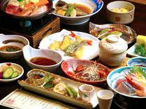 【夕食一例】旬の食材をふんだんに使用。彩り鮮やかで目と舌でお食事をお愉しみいただけます。