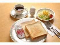 パン食のご朝食の一例です。トーストやお飲み物がお好きなだけお召し上がり頂けます♪
