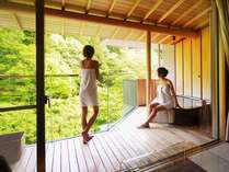 お部屋の露天風呂から庭園が望めます。(露天風呂付客室イメーシ゛)