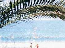 青い海と白砂が眩しい弓ヶ浜ビーチ