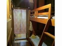 洋室には二段ベッドを置いてます。