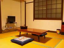 昔ながらのシンプルな和室です。のんびりお寛ぎ下さい。