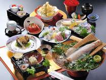 豊富な海の幸と地元の採れたて野菜を使った会席料理をご用意致します。