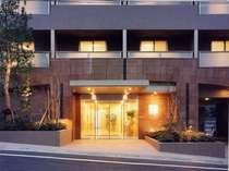 落ち着いた雰囲気のホテル入り口