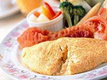 オークラ自慢の朝食バイキング!ふわふわのオムレツは目の前でお作りします