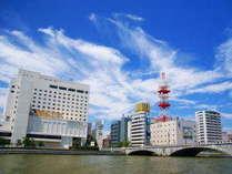 ホテルオークラ新潟は萬代橋と信濃川の袂に建つホテルです