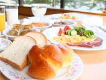 【朝食バイキング】米粉を使ったモチモチパンやクロワッサンをぜひお召し上がりください♪