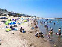 夏は海水浴♪ホテルから車で約10分【関屋浜】は海の家も多い人気の海岸!