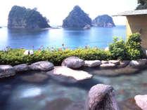 ☆【渚の露天風呂】三四郎島や瀬浜海岸の絶景を前にお入りいただくため、あえて海辺に設置しました