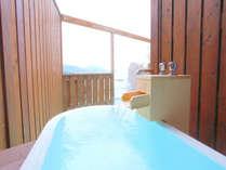本館4階露天風呂付客室の露天風呂