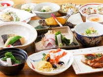 *食事一例/季節ごとに考えられたメニュー。オーナーが手間暇かけてお作りします。