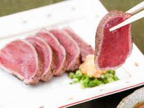 *食事一例/ジビエ料理プランも好評♪さっぱりとした味わい&独特の旨さが魅力、絶品鹿肉のたたき。