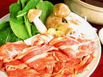 *身体の芯からあたためる。馬肉たっぷり200g、季節のお野菜を使用した桜鍋をご用意いたします