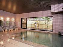 *24時間いつでもご入浴いただける大浴場。源泉100%のお湯をご堪能ください。