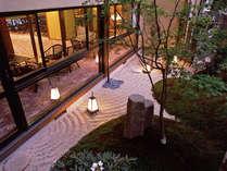 *古きよき和の趣を感じていただける当館のお庭です。ロビーからもご覧になれます。