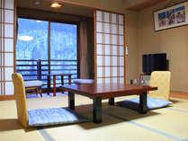 *和室8畳(トイレ付)のお部屋。ごゆっくりとおくつろぎいただけます。